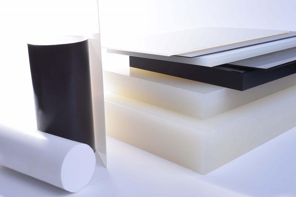 Kunststoffe, Natur schwarz Rundstäbe in Schwarz und weiß, Plattenstapel