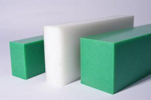 Kunststoff, 2 grüne Blöcke und ein naturfarbener,