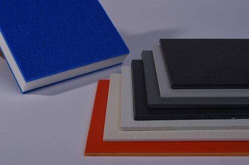 Kunststoff, mehrere Farben und Oberflächen, Blau, Weiß, Schwarz Rot