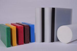 Kunststoffblöcke, verschiedene Farben, grün gelb rot braun blau , Rundstab PE