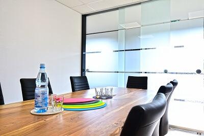 Tisch, Konferenzraum, Glastür